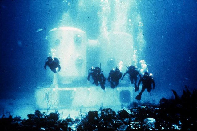 NASA Trains Underwater at Aquarius (2)