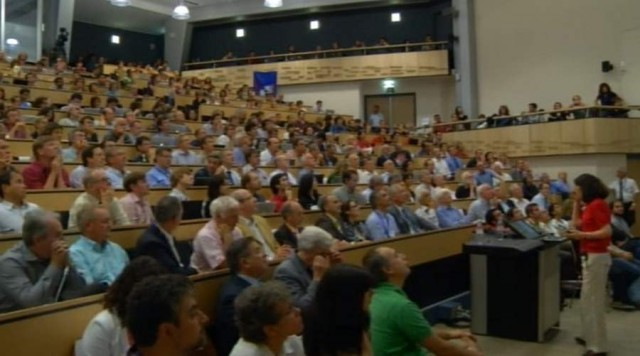 Images from the announcement ceremony of the Higgs boson (9)