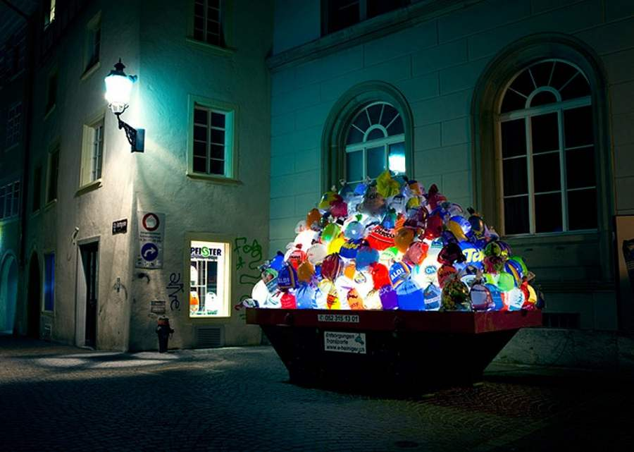 Plastic Garbage Guarding the Museum by Luzinterruptus (6)