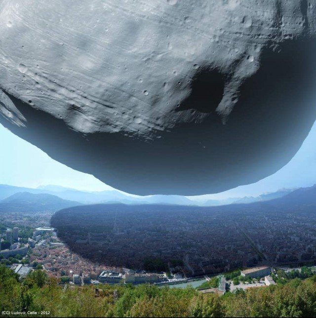 The scale of Mars's moon Phobos compared with Grenoble