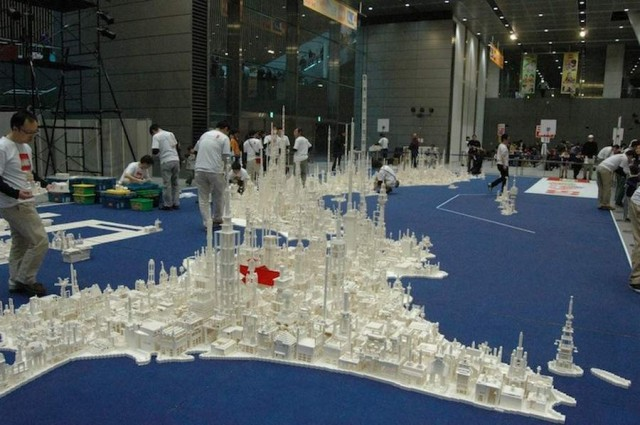 A map of Japan made by 1.8 million LEGOs (5)