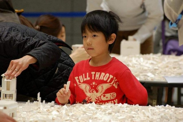 A map of Japan made by 1.8 million LEGOs (2)