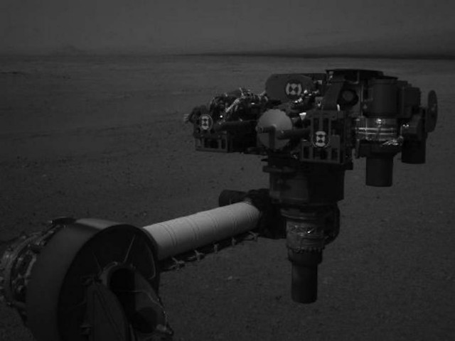 Curiosity shows the turret of tools at the end of the rover's extended robotic arm