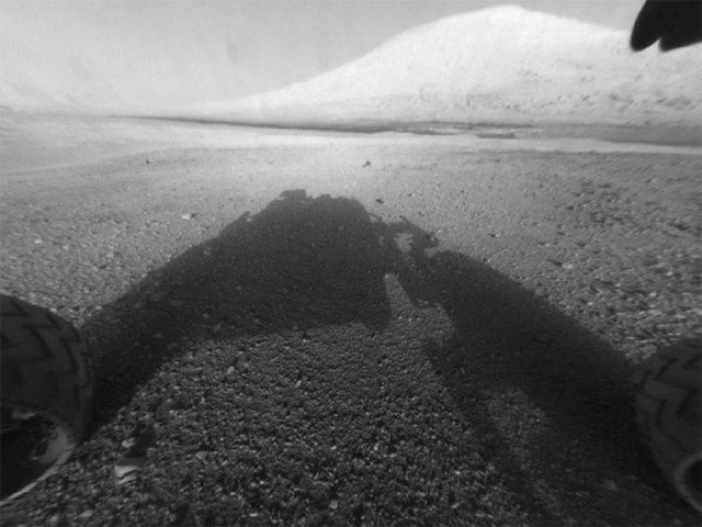 Curiosity facing Mt. Sharp