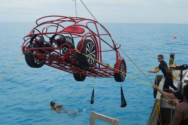 Volkswagen beetle mobile shark cage (3)