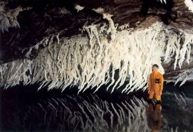 3N world's Largest Salt Cave (5)