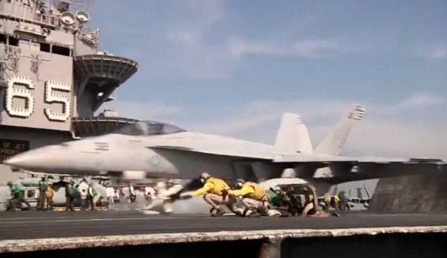 Aircraft Carrier touch and go (3)