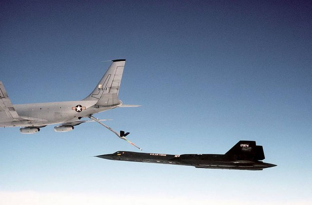 Lockheed SR-71 Blackbird, air refueling