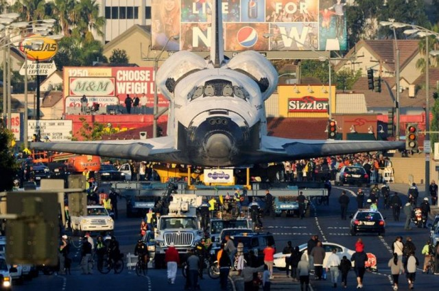 Endeavour through the streets of Los Angeles (3)