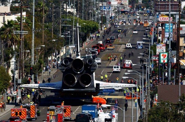 Endeavour through the streets of Los Angeles (2)