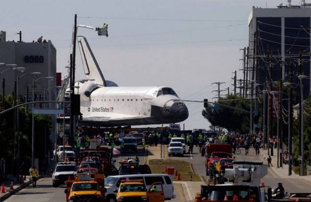 Endeavour through the streets of Los Angeles (1)
