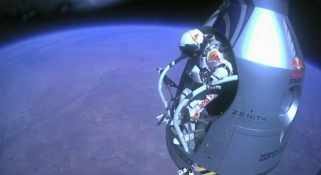 First man to break the Speed of Sound in Freefall (14)