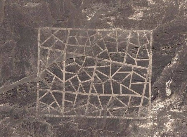 Google Earth's strange patterns in the Chinese desert