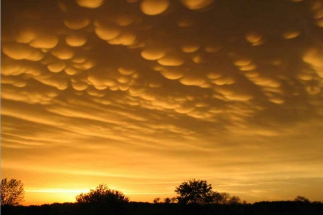 Mammatus clouds forming in Minnesota in 2005