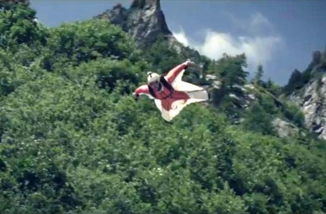 Split of a Second -wingsuit