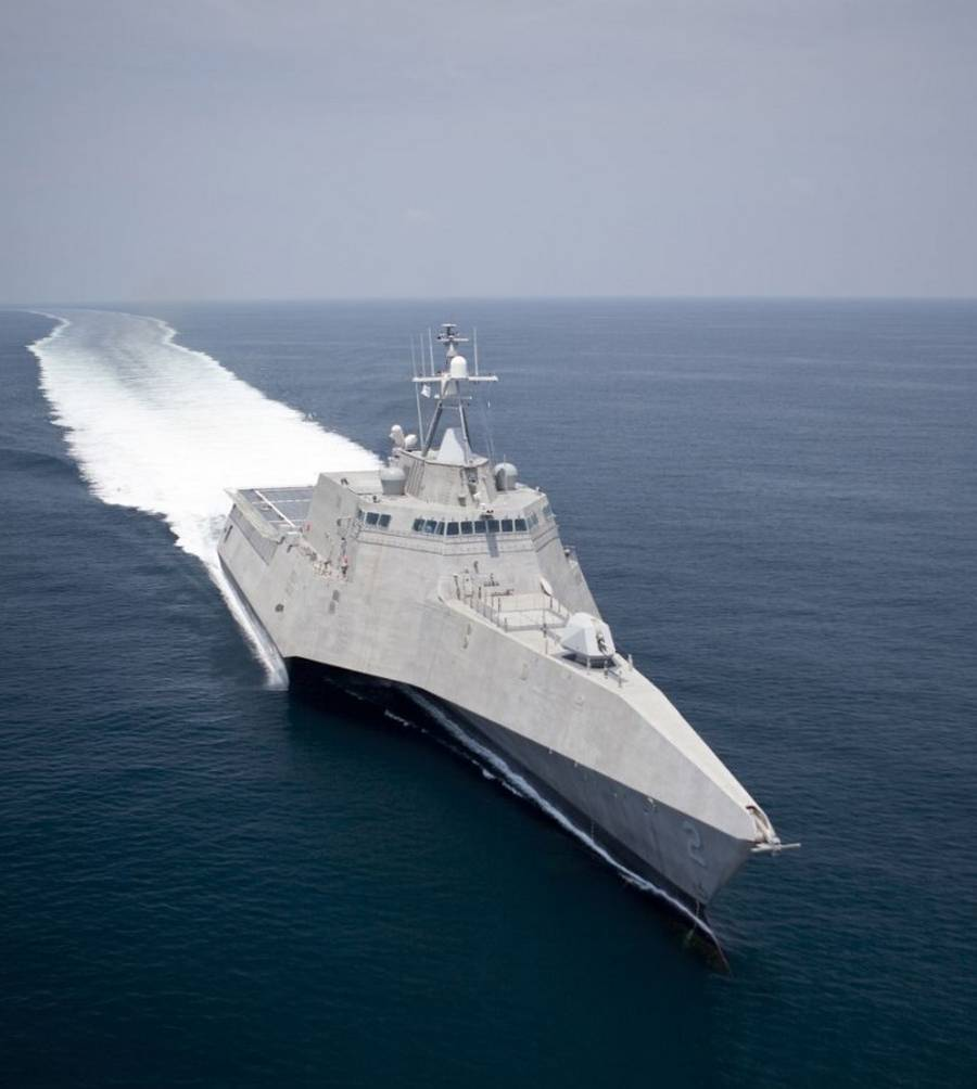 USS Independence LCS-2 Stealth Trimaran (10)