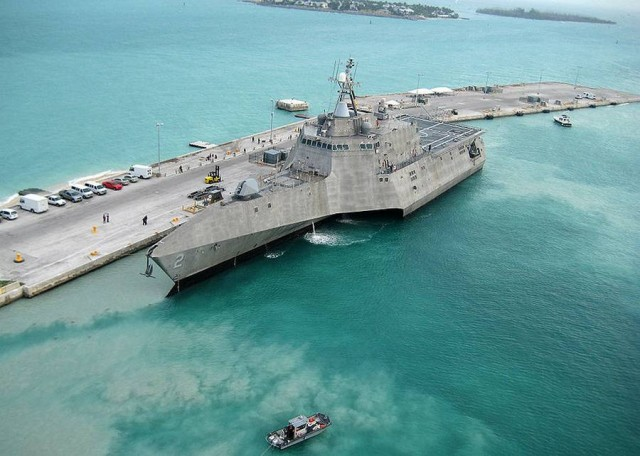 USS Independence LCS-2 Stealth Trimaran (6)