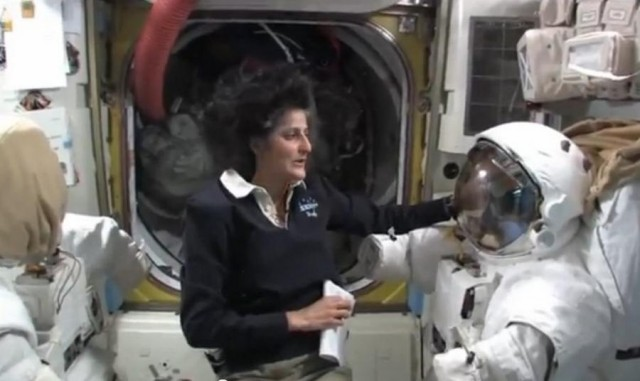Extensive tour of the Space Station (3)