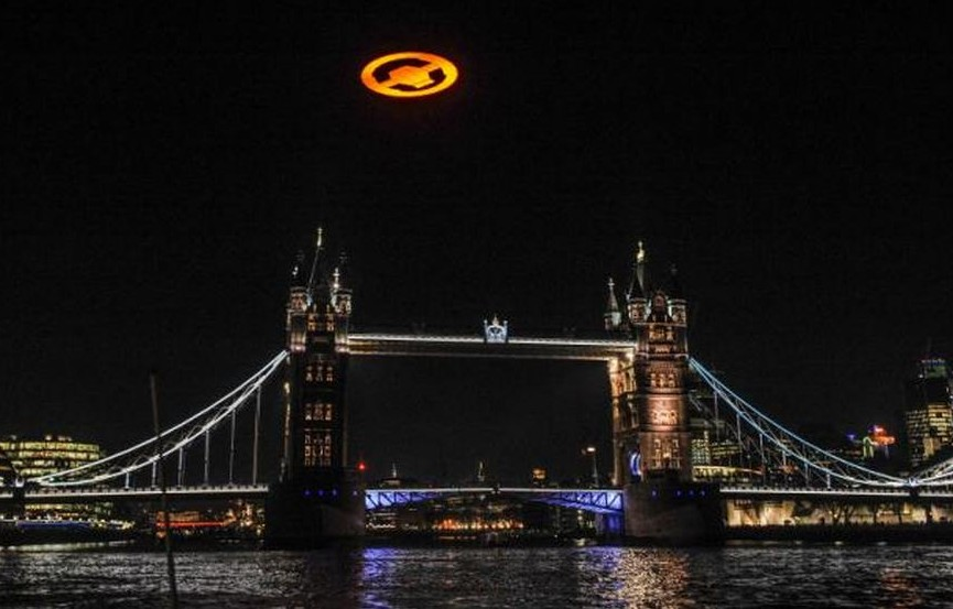 Giant UFO shows up over London (4)