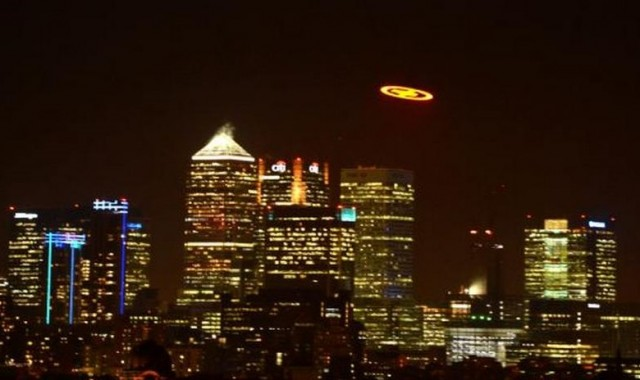 Giant UFO shows up over London (3)