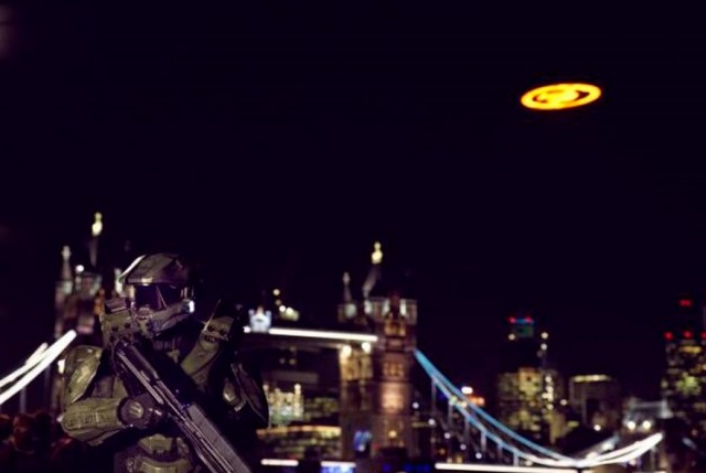 Giant UFO shows up over London (2)
