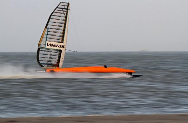 Vestas Sailrocket 2 breaks sailing speed record