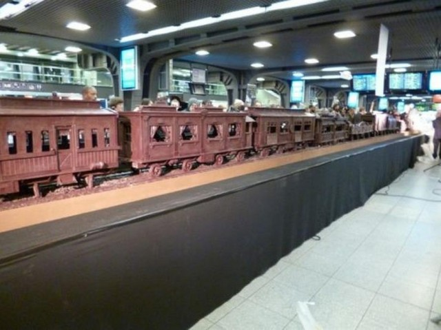 World's longest chocolate (3)