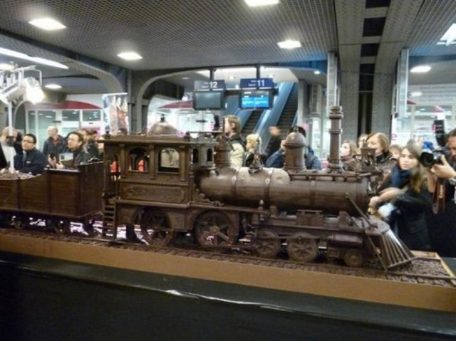 World's longest chocolate (2)