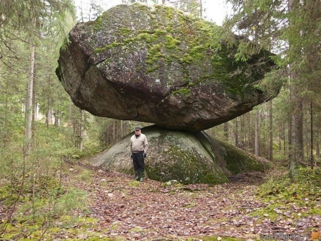 Giant Rock Kummakivi naturally finds Balance