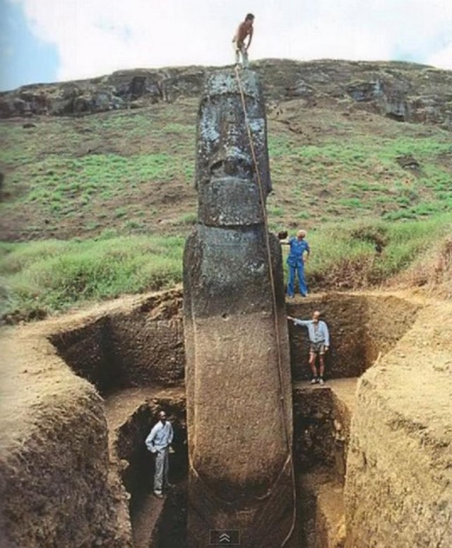 Easter Island Moai have Bodies (6)