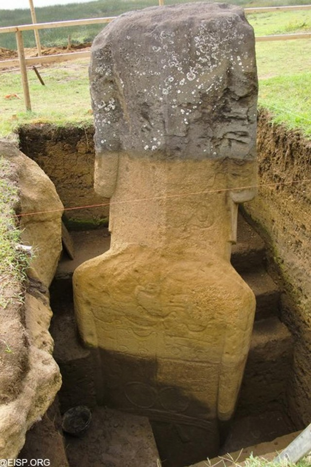 Easter Island Moai have Bodies (5)