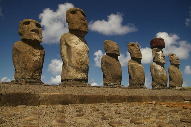 Easter Island Moai have Bodies (3)