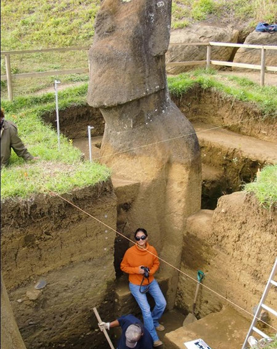 Easter Island Moai have Bodies (1)