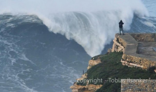 Big Wave Surfing Nazare Portugal (2)
