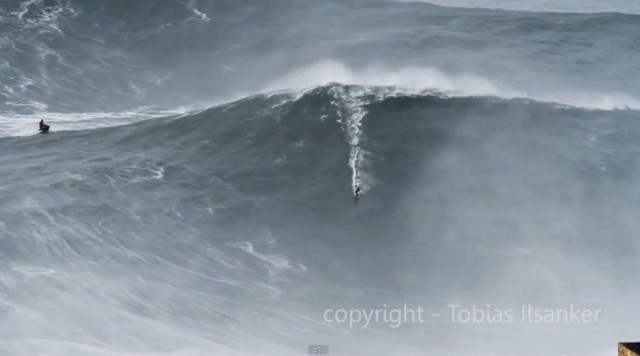 Big Wave Surfing Nazare Portugal (1)
