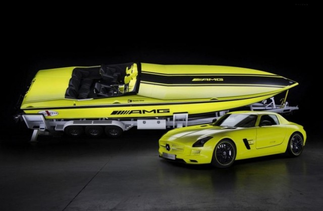 Cigarette AMG the World's Fastest Electric Boat (16)