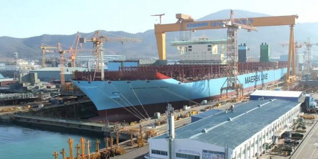 Building the World's Largest Ship (2)