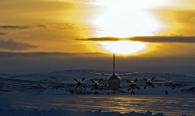 IceBridge mission- P-3B starts the day