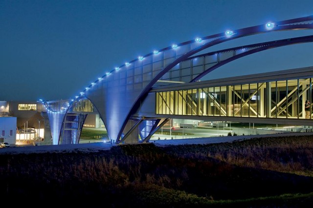 Pedestrian at the Volkswagen facility by SSOE group