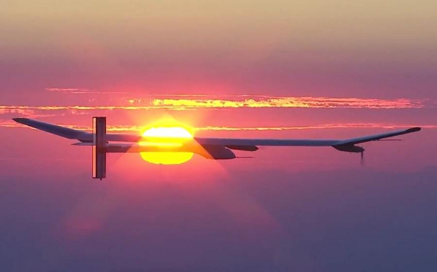 http://wordlesstech.com/wp-content/uploads/2013/03/Solar-Impulse-ready-to-fly-across-the-US-1.jpg