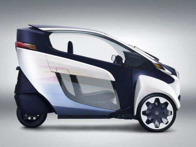 Toyota i-Road Three-Wheeled Electric Vehicle (4)