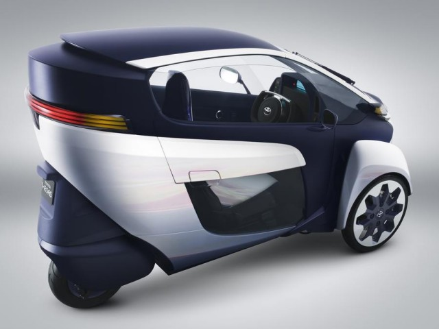 Toyota i-Road Three-Wheeled Electric Vehicle (6)