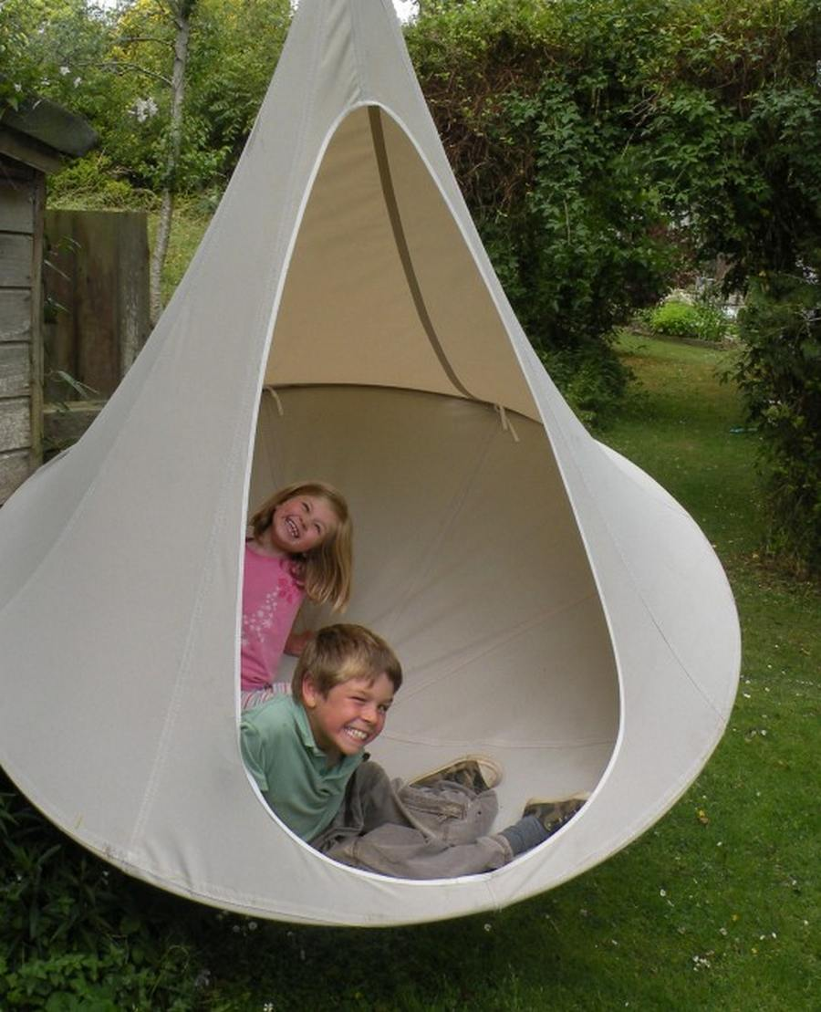 wordlessTech | Cacoon hanging tree-house