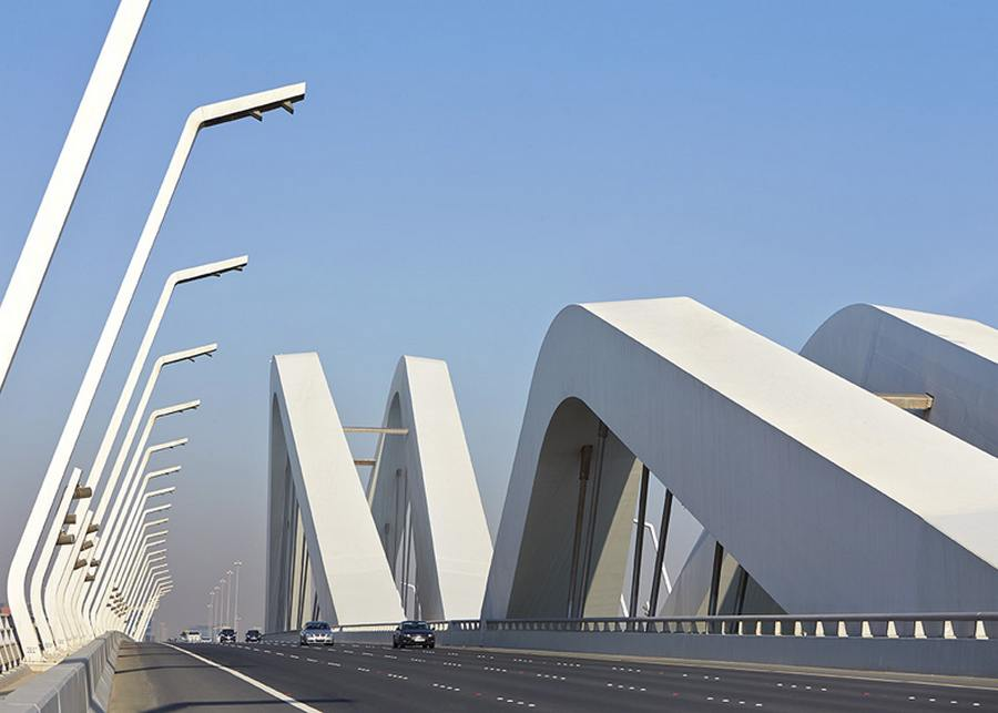sheikh zayed bridge by zaha hadid wordlesstech. Black Bedroom Furniture Sets. Home Design Ideas