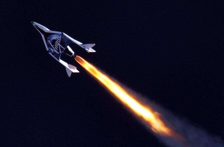 Virgin Galactic Tourist spaceship - first Powered Flight