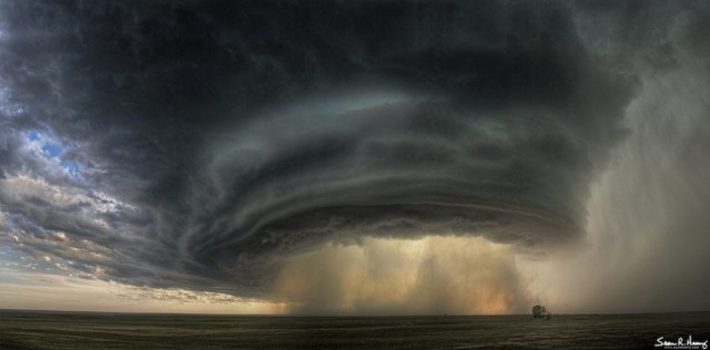 A Supercell Thunderstorm cloud over Montana