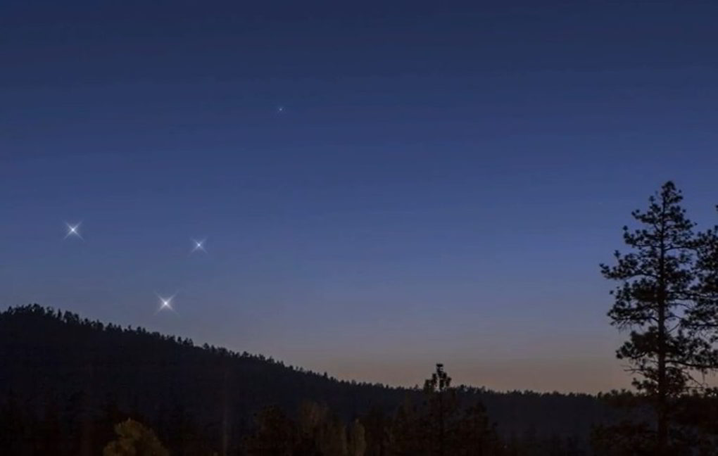 Conjunction of the 3 planets on May
