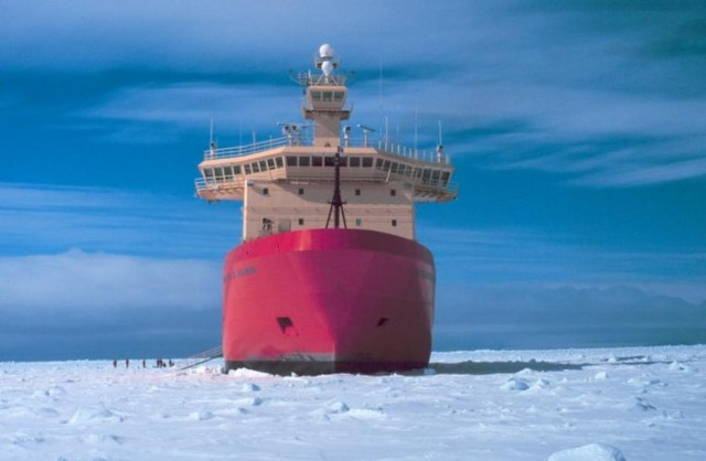 Nathaniel B. Palmer ice-capable research ship (3)