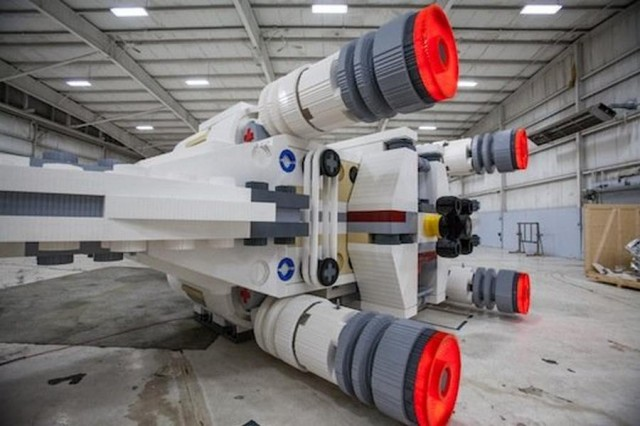 World's Largest Lego Model X-Wing (2)
