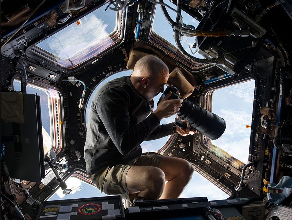 This is how photographs from ISS are taken